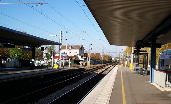 Gare Emerainville - Pontault-Combault RER E